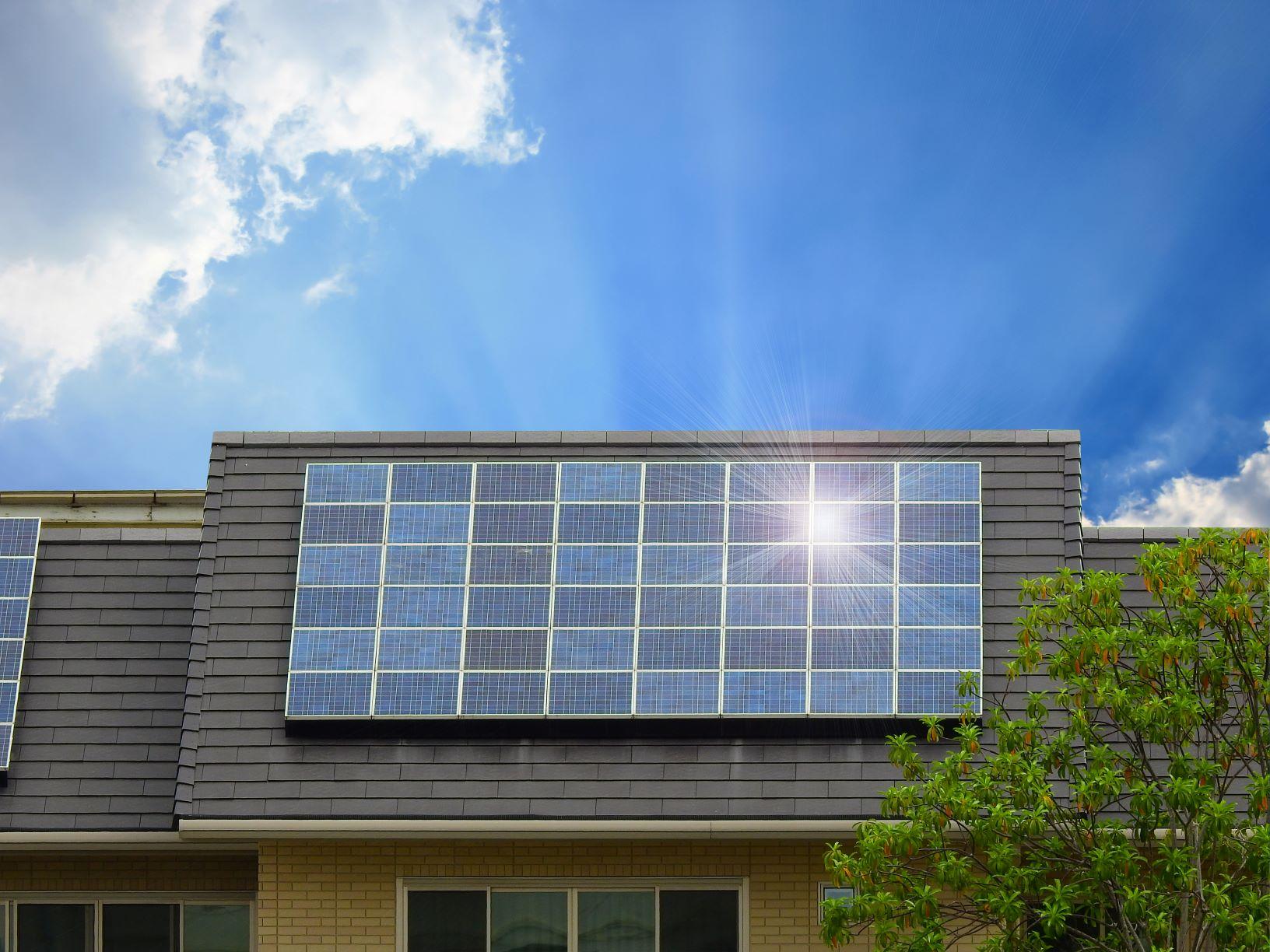 advantages and disadvantages of solar batteries